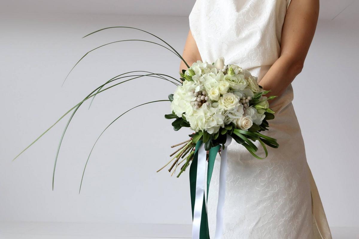 Modern White Bouquet Luda Flower Salon